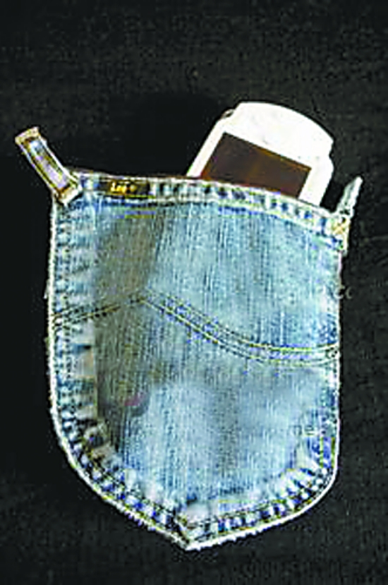 用旧牛仔裤兜缝制零钱包