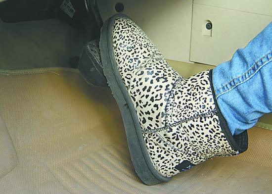 驾校资深教练:亲,开车别穿雪地靴