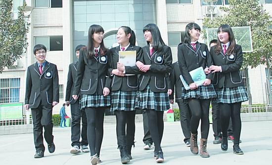 正装养眼市十二中校服的校服女生照微博上引围会男生女生介意毛多吗图片