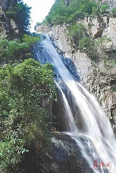 壁纸 风景 旅游 瀑布 山水 桌面 400_598 竖版 竖屏 手机