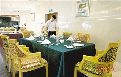 西餐宴会摆台主题简单图片