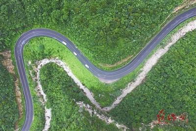 青龙峡景区盘山公路 山峦中的最美风景线